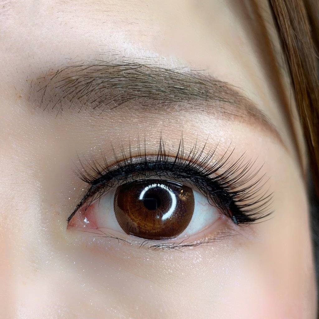 eyes with magnetic lashes
